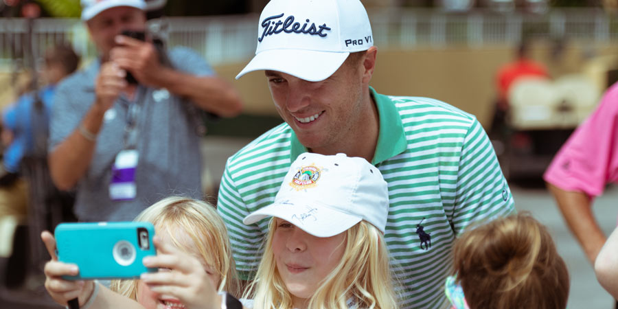 Justin Thomas takes selfie with child